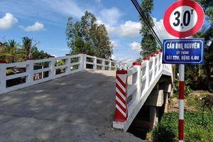 Dân bức xúc vì cầu nông thôn mới mang tên Phó chủ tịch xã
