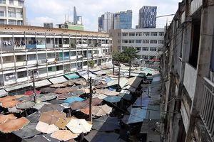 Cảnh dân bám víu, lo sợ tại chung cư chờ sập ở Sài Gòn