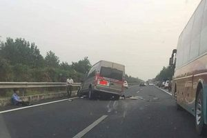 Vụ 2 xe đâm nhau trên cao tốc: Xe ô tô khách chạy quá tốc độ?