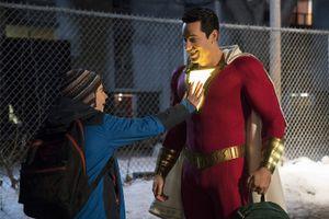 DC tung trailer mới hài hước hé lộ về siêu anh hùng Shazam!