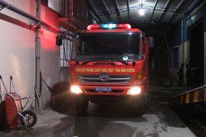 Nhà xưởng công ty dệt rộng hàng ngàn m2 bốc cháy dữ dội