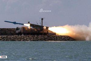 Iran khoe tên lửa chống hạm 'phong tỏa' vịnh Ba Tư