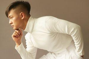 Đức Tuấn tung đĩa đơn 'Hoa trinh nữ', hát bolero tặng 'một nửa thế giới'