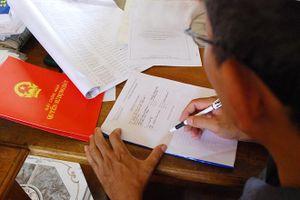 Chuyển hồ sơ để điều tra sai phạm của cán bộ trong việc cấp sổ đỏ