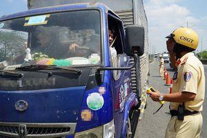 TP.HCM: Phạt nghiêm người ngồi trên ô tô không thắt dây an toàn từ 17.3