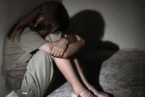 Chuyên gia tâm lý: Xâm hại tình dục bao gồm cả sờ soạng