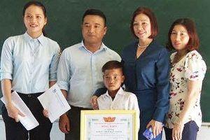 Học sinh lớp 3 cứu người khi tìm bò lạc được trao bằng khen