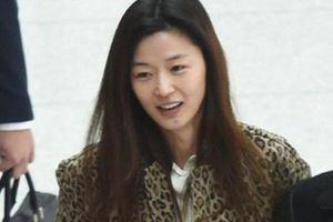 'Mợ chảnh' Jeon Ji Hyun để mặt mộc mà vẫn nổi bần bật tại sân bay