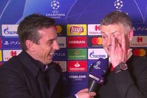 'Chết cười' với 3 câu hỏi Neville dành cho Solskjaer