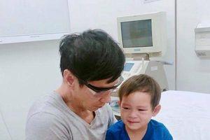 Ca sĩ Lý Hải 'bật khóc' khi cậu con trai Mio bị té gãy tay phải nhập viện