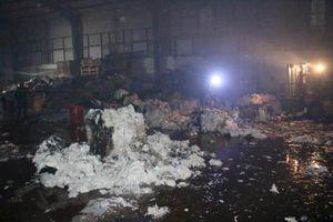 Cháy xưởng dệt rộng 1.000m2 ở Bình Dương