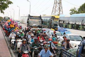 Chống kẹt xe tại TP. HCM: Đất dành cho phát triển xe buýt bị cắt xén?