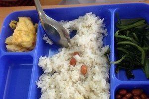 Liên minh 'ma quỷ' trong bếp ăn các trường học (1)