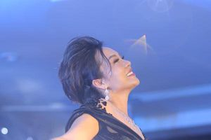 Talkshow : Ca sĩ Thái Thùy Linh - 'Phụ nữ cần sống vì ai?'