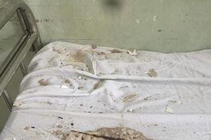Mảng bê tông lớn rơi xuống giường bệnh nhân