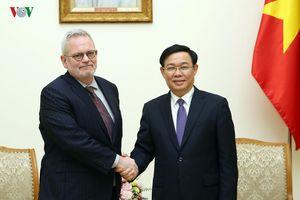 Phó Thủ tướng Vương Đình Huệ tiếp Phó Chủ tịch Phòng Thương mại Hoa Kỳ