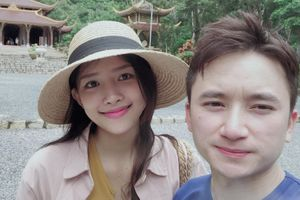 Tình yêu 3 năm của Phan Mạnh Quỳnh và bạn gái xinh đẹp
