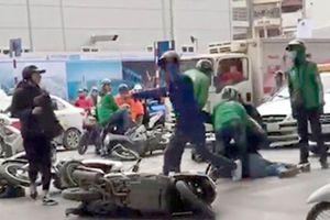 Cảnh sát hình sự bị chém khi vây bắt nhóm dàn cảnh đụng xe để trộm