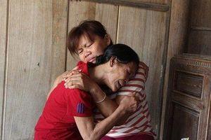 Giọt nước mắt hạnh phúc của người phụ nữ trở về sau 23 năm bị bán sang Trung Quốc