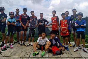 Đội bóng Thái Lan mắc kẹt trong hang ký hợp đồng với Netflix