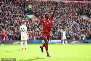 Liverpool lội ngược dòng trong 'cơn mưa' bàn thắng tại Anfield