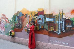 Thăm làng cổ ven đô qua những bức tranh bích họa