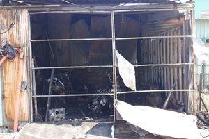 Cháy tiệm sửa xe ở Q.8, 4 xe máy bị thiêu rụi
