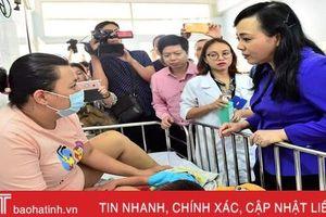 Bộ trưởng Bộ Y tế: Con trẻ mắc sởi, mẹ cũng cần tiêm ngừa