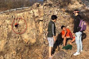 Clip thanh niên ngồi hút thuốc sau khi rơi từ vách núi cao vài chục mét ở Vũng Tàu