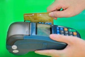 Vì sao thanh toán không dùng tiền mặt ở Việt Nam vẫn ì ạch?