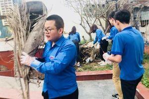 Thanh niên Hà Nội ra quân bảo vệ môi trường
