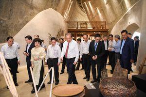 Phó Thủ tướng Thường trực Trương Hòa Bình thăm Bảo tàng cà phê