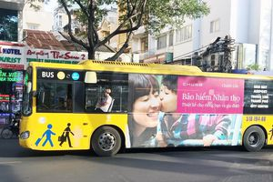 'Bế tắc' quảng cáo trên xe buýt ở TP.HCM: 'Lời ăn lỗ chịu' thì ai dám làm?