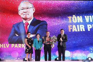 Thầy trò đội tuyển Việt Nam được vinh danh tại giải Fair-Play 2018