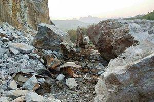 Lở đá kinh hoàng ở Cao Bằng, 2 người tử vong
