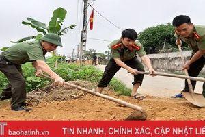 Hơn 80 cán bộ, chiến sỹ Công an Can Lộc giúp dân làm nông thôn mới