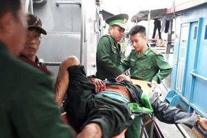 Nổ bình ga trên tàu cá: Chuyển 2 nạn nhân ra Hà Nội, theo dõi 2 người chấn thương sọ não