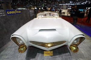 Diện kiến xe hơi mạ vàng 24K, lốp phát sáng