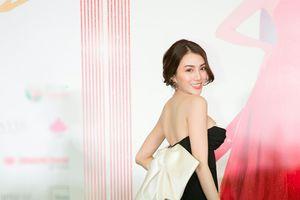 Hương Giang 'thắng thế' Ngọc Trinh, dẫn đầu top sao đẹp với 2 bộ váy xuất sắc
