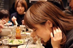 Phở Thìn sang Nhật Bản, khách xếp hàng dài để ăn, giá 170.000 đồng/tô