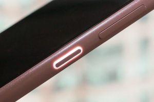 Nokia 4.2 có nút nguồn kèm đèn sáng cảnh báo