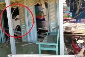 Clip: Xe tải lao thẳng vào nhà, dân hoảng loạn tháo chạy