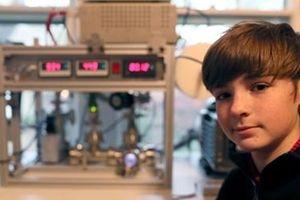 Kỹ sư 14 tuổi chế tạo lò phản ứng hạt nhân