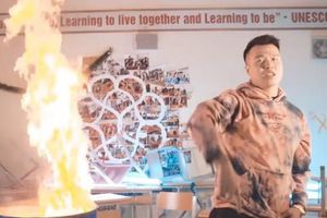 Sở GD&ĐT Hà Nội yêu cầu điều tra rapper đốt sách học sinh trường Ams