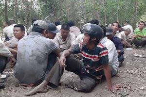 Cảnh sát nổ súng phá trường gà 'khủng', hàng trăm người chen lấn nhau nhảy xuống sông