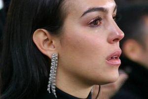 Bạn gái bật khóc khi chứng kiến Ronaldo lập hattrick