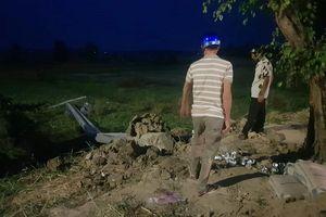 Đang lắp bình hạ thế thì cột điện ngã, một công nhân tử vong tại chỗ