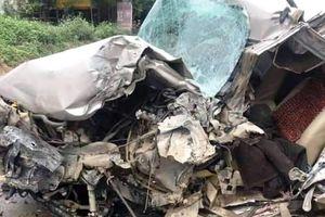Ô tô 7 chỗ đấu đầu xe khách, một người tử vong
