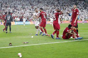 Cư xử kém với tuyển Qatar, UAE bị phạt nặng
