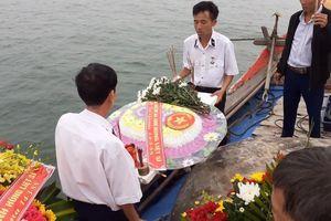 Ra biển thắp hương, thả hoa tưởng nhớ 64 chiến sĩ Gạc Ma